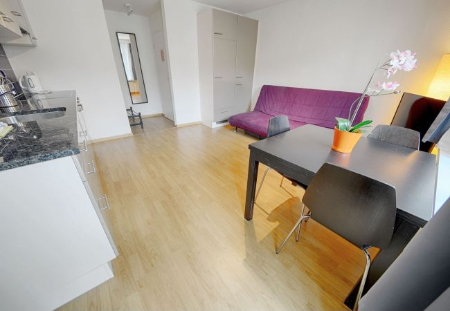 in Zürich - ZH Bordeaux - Letzigrund HITrental Apartment