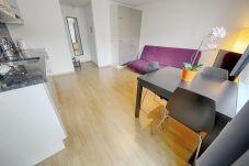 Apartment in Zürich - ZH Bordeaux - Letzigrund HITrental Apartment